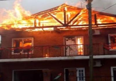 Voraz incendio en planta alta de vivienda de Sañogasta [VIDEO]